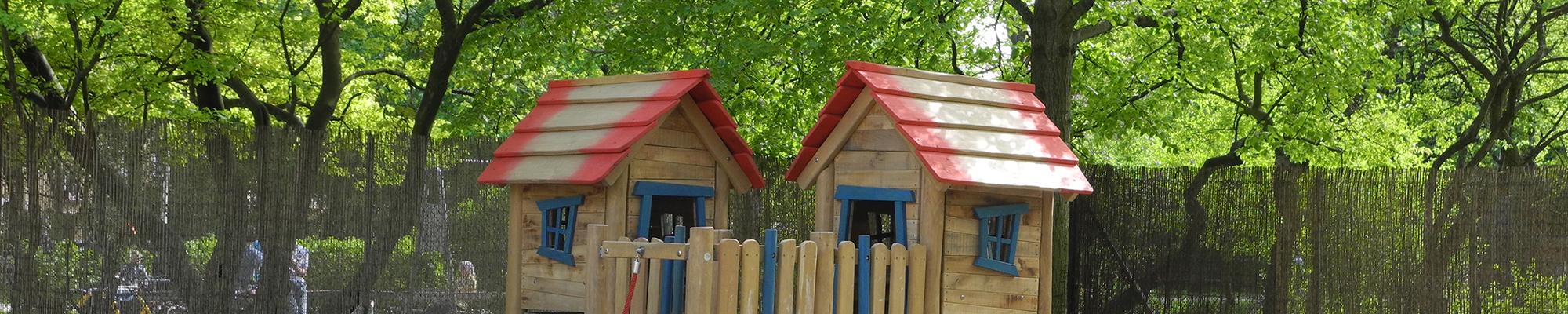 banner-kindertagesstaette-welfenplatz-spielhaus-sandkasten-spieltisch
