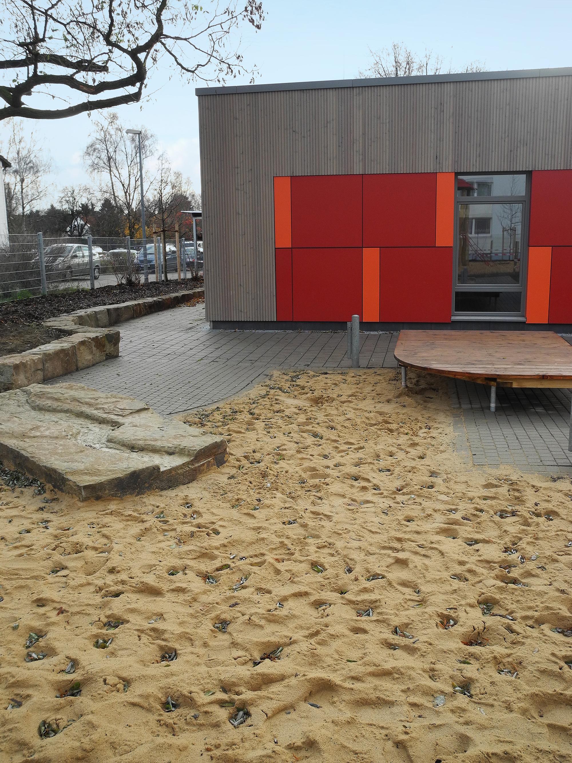 matthias-claudius-gymnasium-gehrden-schnittansicht-baum-bank-treppe