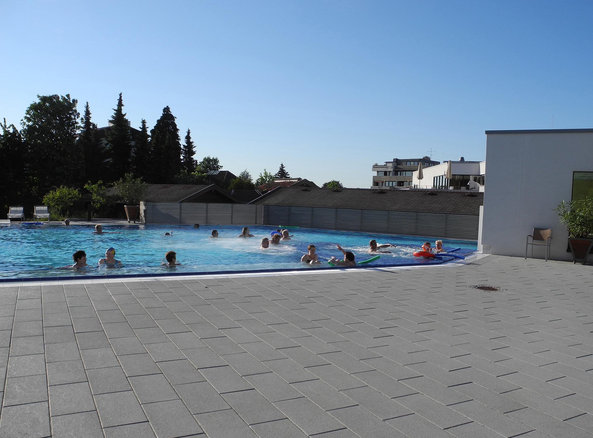 landgrafentherme-bad-nenndorf-aussenbecken-schwimmen-sonnen-bodenbelandgrafentherme-bad-nenndorf-aussenbecken-schwimmen-sonnen-bodenbelag-platten-kleinerlag-platten-kleiner